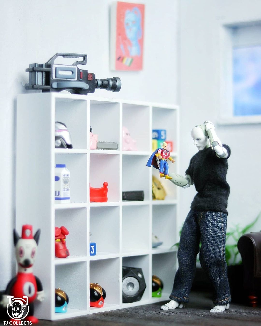 1000toys synthetic human figure with miniature display